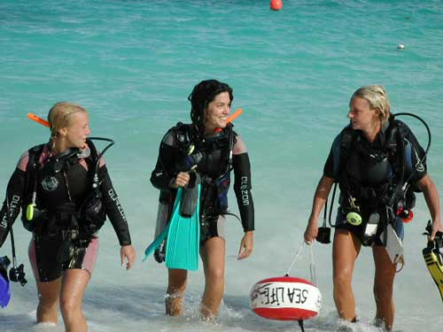 Realax on the Beach and Learn how to Scuba Dive PADI Course